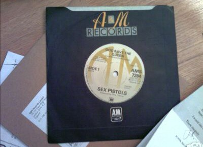 sex-pistols-god-save-the-queen-vinyl-rare-7